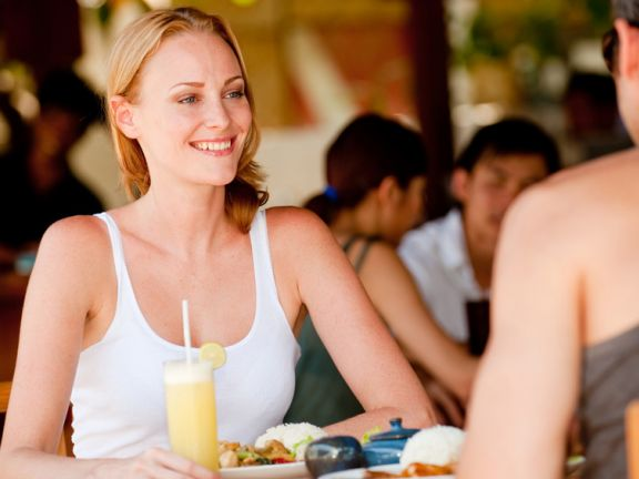 Eating healthy while dining out is easy with these tips!