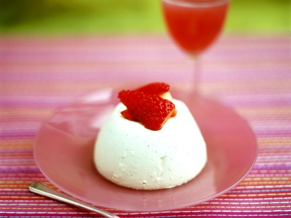 Frozen Creamy Pudding with Berries