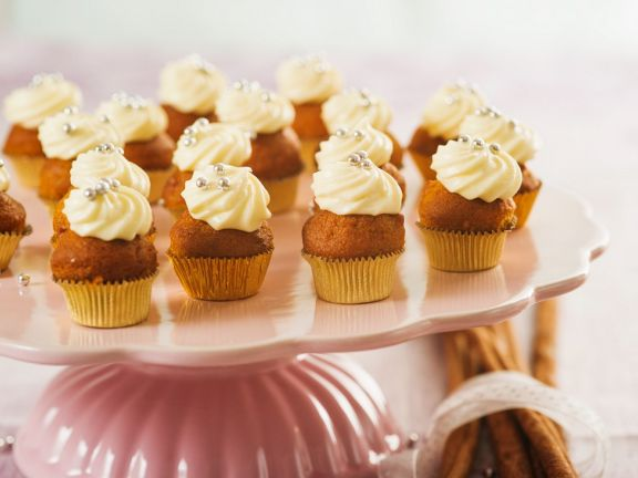 Ginger Mini Cakes with Topping