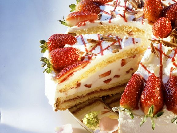 Gourmet Berry Gateau with Filling