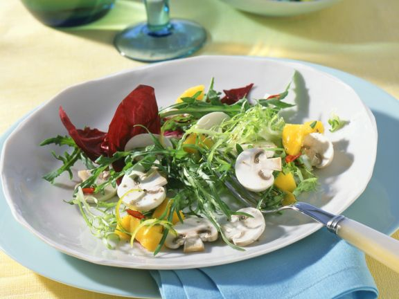Green Salad with Mushrooms and Chile Pepper-mango Salsa