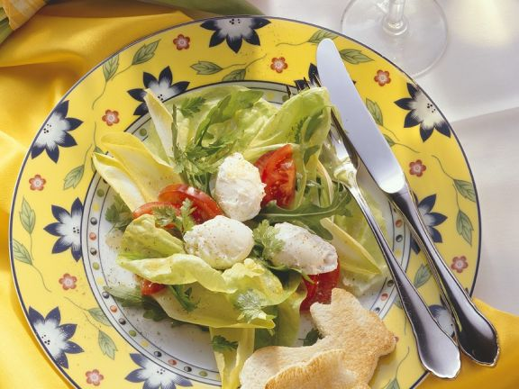 Green Salad with Tomatoes and Poached Egg
