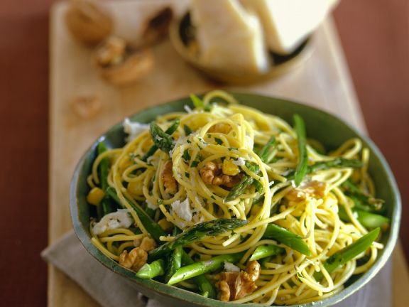 Green Vegetable and Walnut Pasta