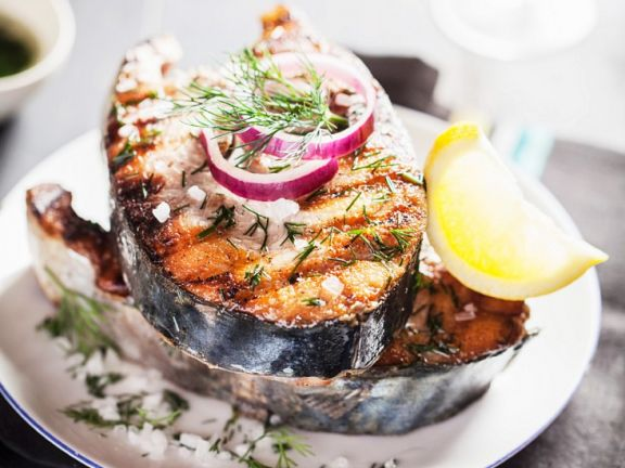Grilled Salmon with Dill and Onion