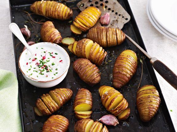 Hasselback Potato with Dip