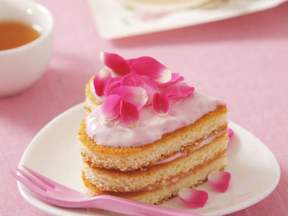Heart-shaped Cake with Strawberry Cream