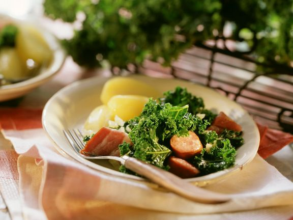 Hearty Kale with Potatoes