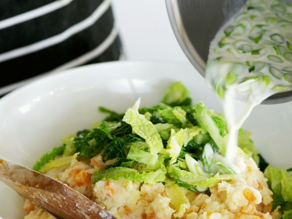 Irish Mashed Potatoes with Cabbage (Colcannon)