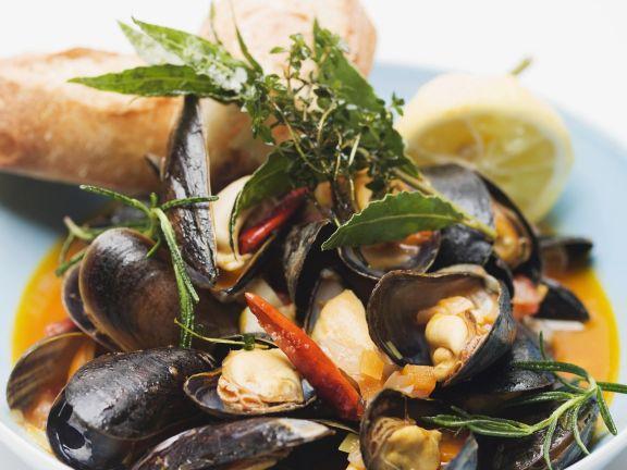Italian Mussel Soup (Zuppa Di Cozze)