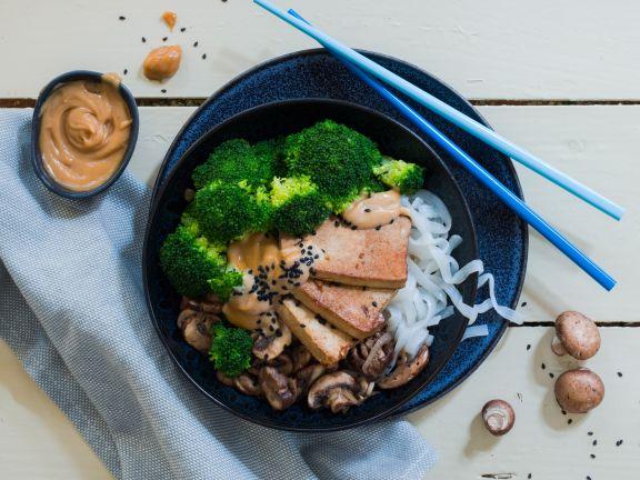 Keto-Bowl with Konjac Noodles and Peanut Sauce