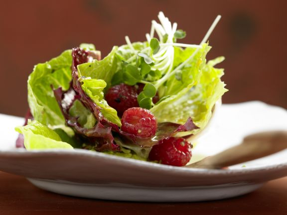 Leafy Green Salad with Raspberries
