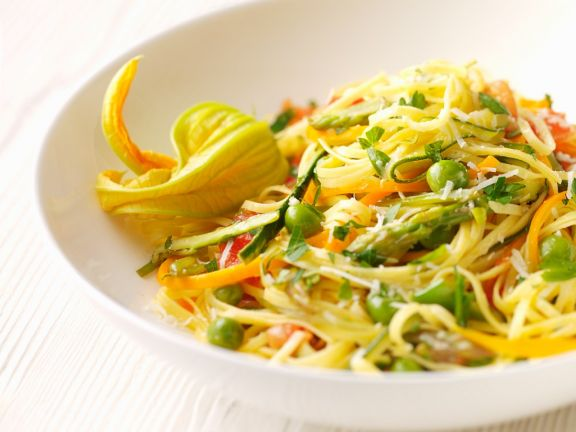 Linguine with Zucchini and Carrot