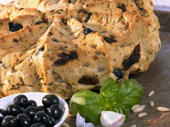 Mediterranean Bread with Olives and Sun-dried Tomatoes