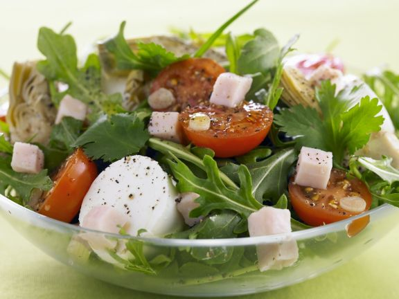 Mixed Salad with Tomato and Mozzarella
