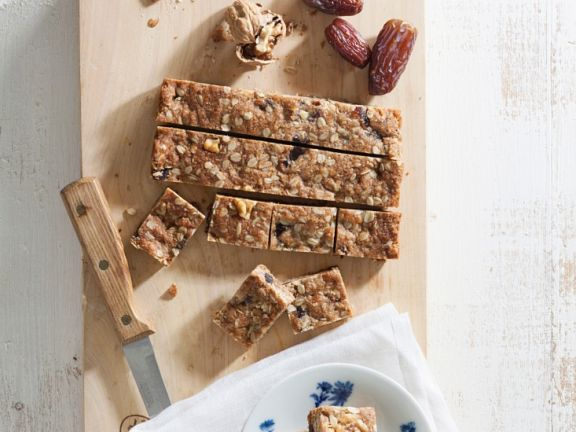 Muesli Slices with Dried Fruit