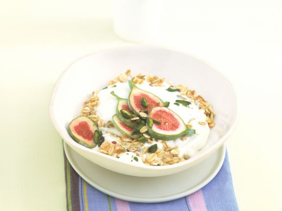 Muesli with Figs and Pistachios
