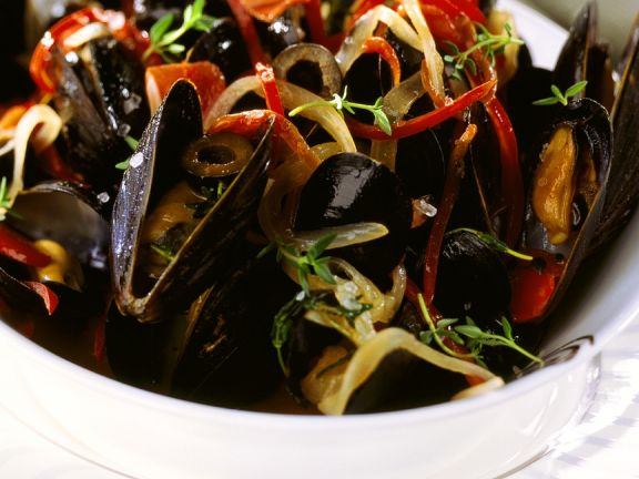 Mussels with Bell Pepper and Thyme