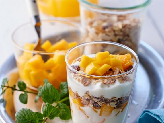 Oats and Spelt  Cereal with Yogurt and Mango