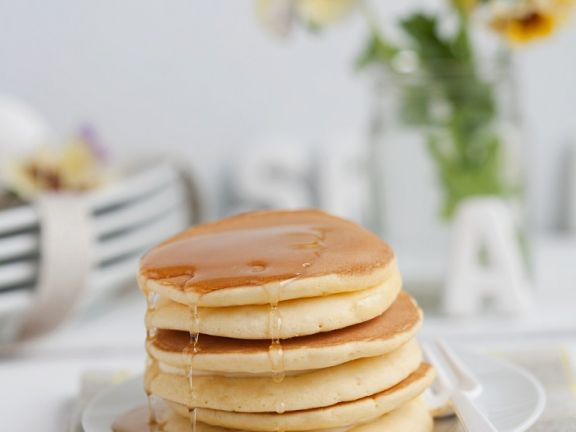 Pancakes with Vanilla Cream and Syrup