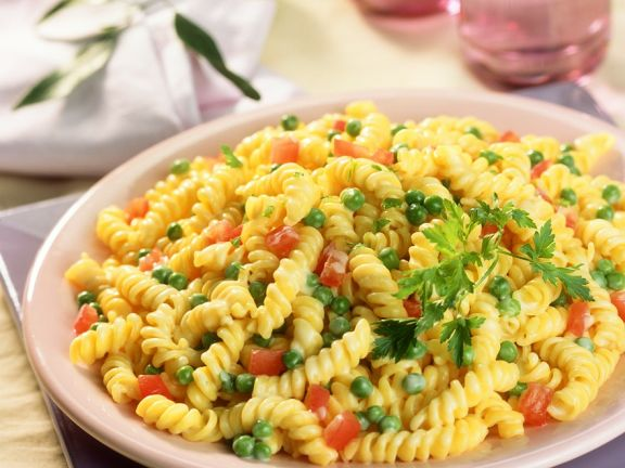 Pasta with Peas and Tomato in Cream Sauce