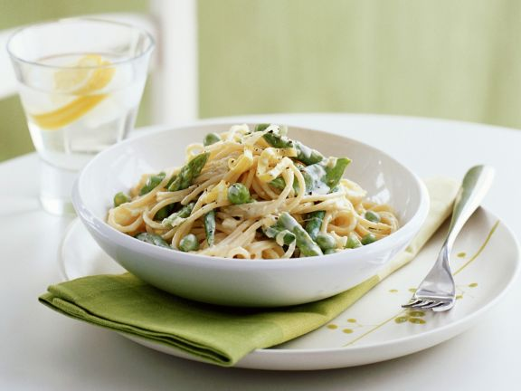 Pasta with Spring Vegetables and Cream Sauce