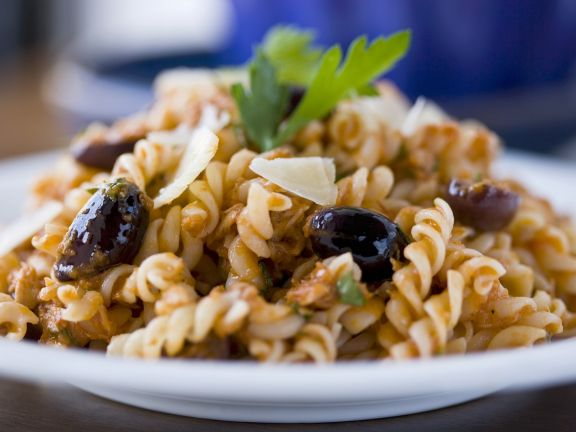 Pasta with Tomato and Olives Sauce