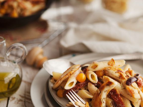 Pasta with Tomatoes, Olives and Chicken Breast