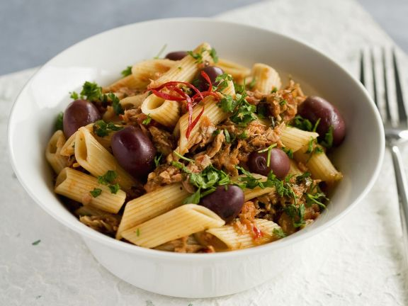 Pasta with Tuna, Tomato Sauce and Olives