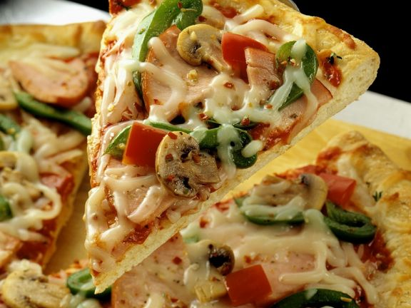 Pizza with Turkey, Bell Peppers and Mushroom