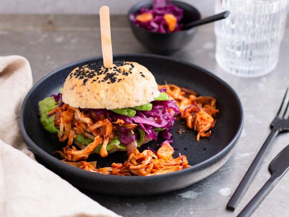 Pulled Jackfruit Burger with Red Cabbage Salad