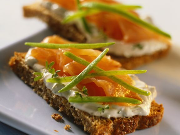 Quark and Salmon Linseed Slices