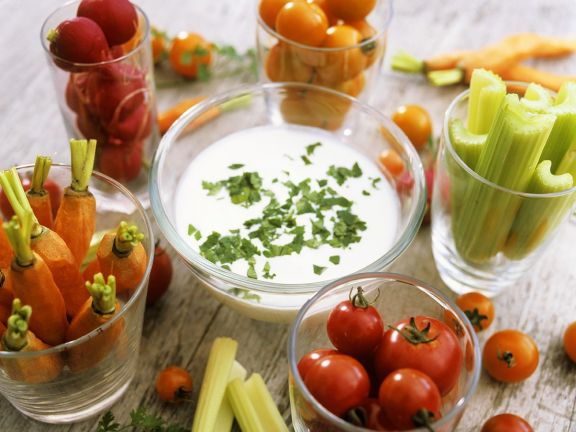 Raw Vegetables with Yogurt Sauce