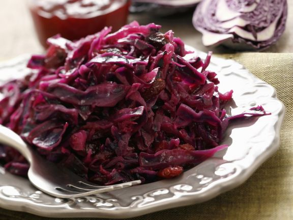 Red Cabbage with Pancetta and Currants