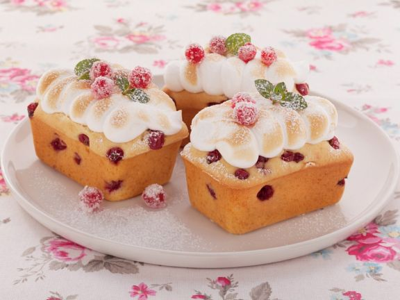 Red Currant Cakes with Meringue
