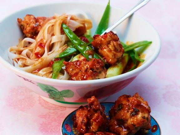Rice Noodles with Spicy Turkey Meatball Sauce