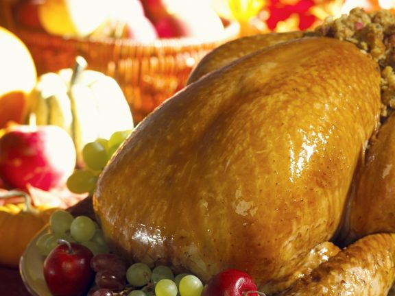 Roasted Thanksgiving Turkey with Grapes and Apples