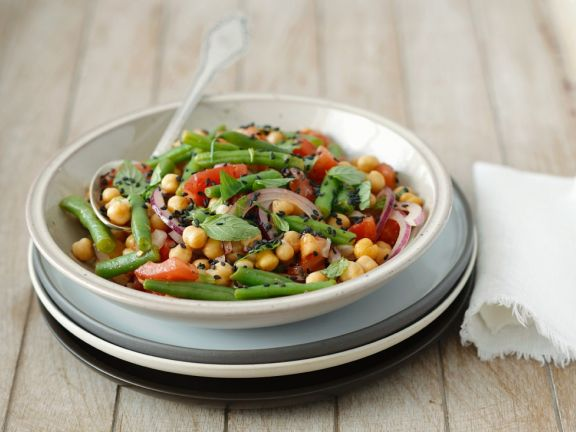 Salad with Chickpeas and Tomatoes