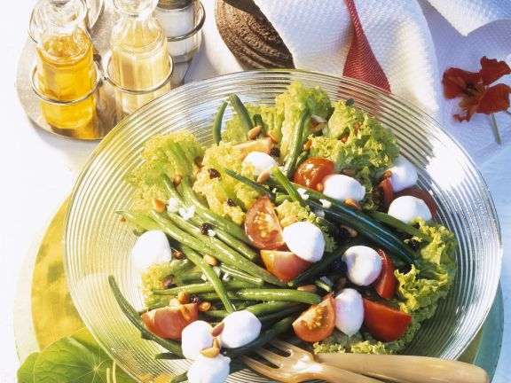 Cheese and string bean salad bowl