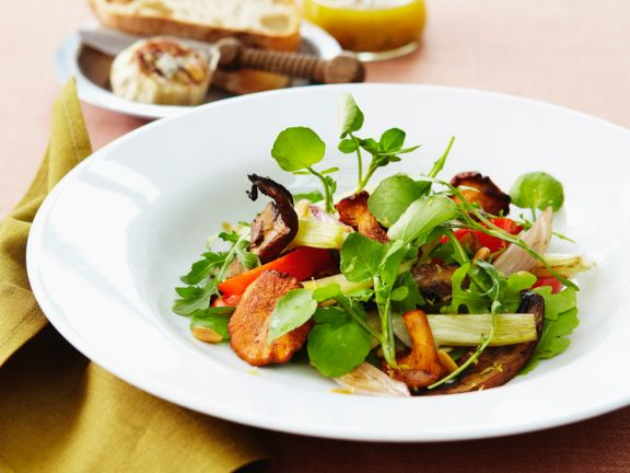 Salad with Mushrooms, Peppers and Watercress