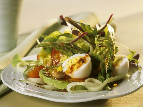 Salad with Vegetables, Hard-boiled Eggs and Pesto Rosso