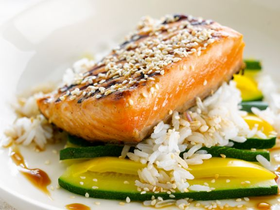 Salmon Fillet with Sesame Seeds and Zucchini