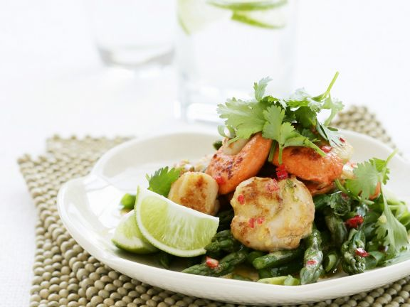 Scallop and Green Asparagus Salad with Lime and Cilantro