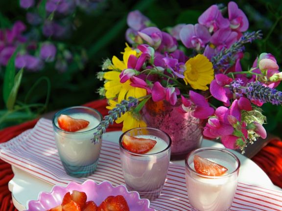 Set Creamy Puddings with Fruit