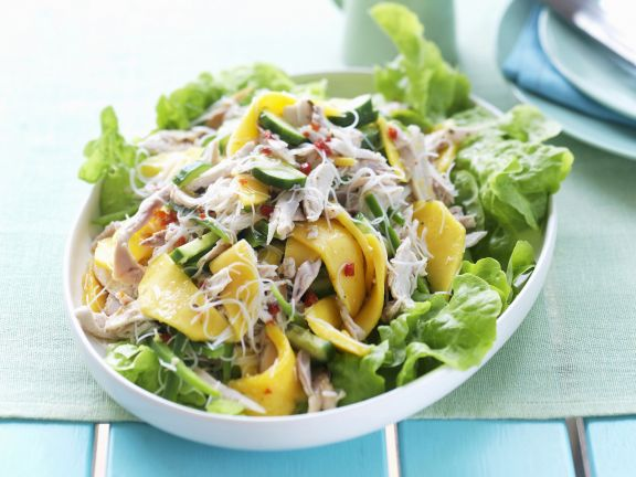 Shredded Chicken and Mango with Salad Leaves