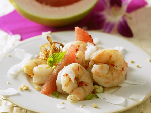 Shrimp Salad with Pomelo and Peanuts