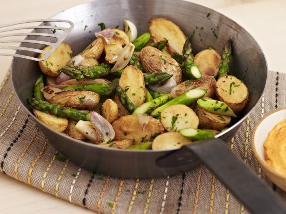 Skillet Potatoes with Asparagus