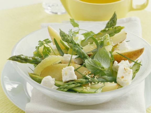 Sliced Pear and Asparagus Salad