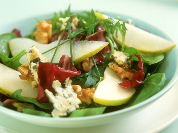 Sliced Pear and Blue Cheese Salad