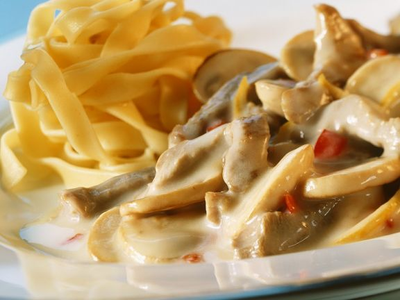 Sliced veal and Sauce with Pasta