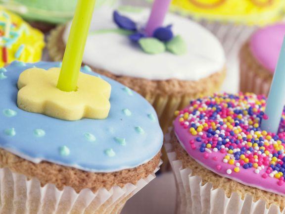 Small Birthday Cakes with Fondant